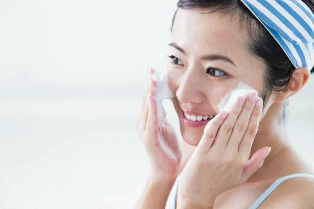 正しい洗顔方法で清潔な素肌を保つ