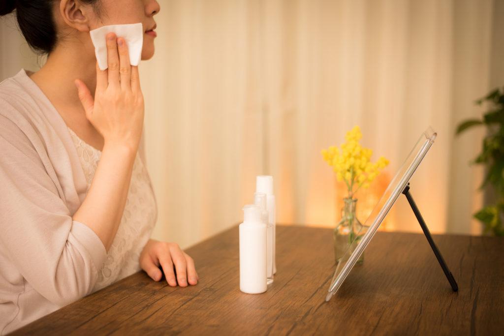 くすみの改善に特化した基礎化粧品を使う